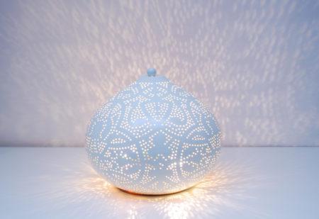 Oosterse tafellamp | Marokkaanse lampen | Vintage wit buitenkant met gouden binnenkant | Oosterse lampen online ruime collectie altijd gratis verzenden!