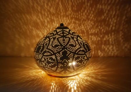 Marokkaanse tafellamp | filigrain gaatjes patronen | Oosterse lampen | sfeerverlichting | Oosterse lampen online | Beste prijzen altijd gratis verzenden